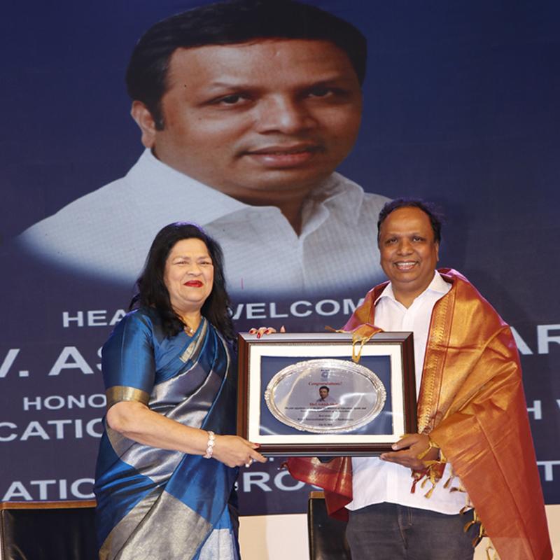 madam Grace Pinto honored Shri Ashish Shelar, Minister of School Education.